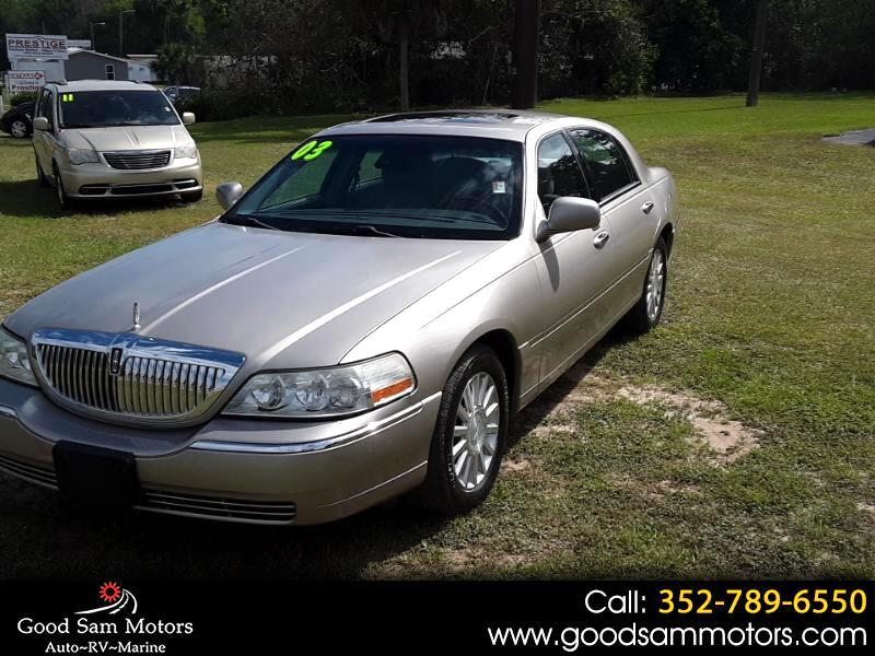 2003 Lincoln Town Car 4dr Sdn Signature