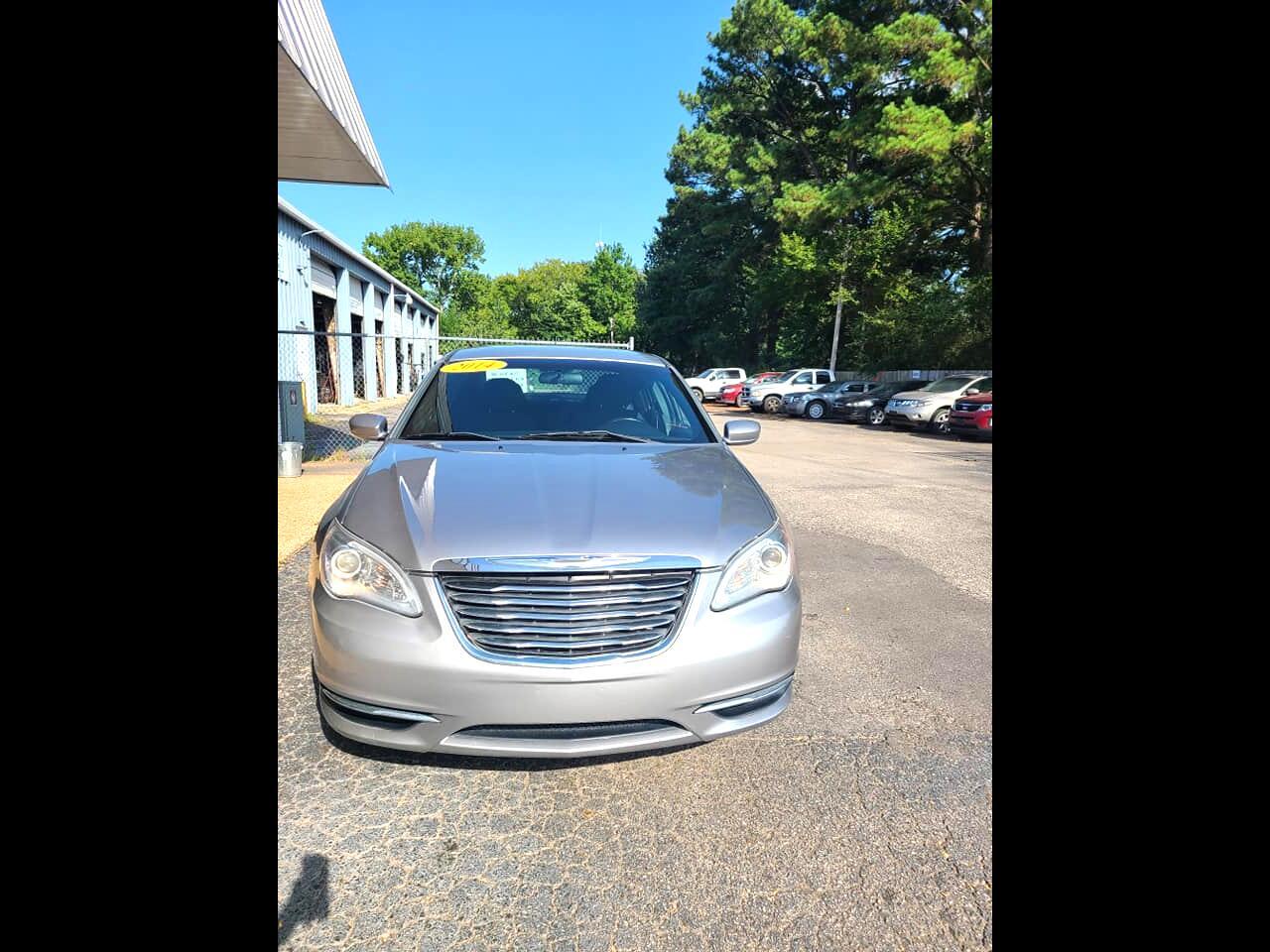 Chrysler 200 4dr Sdn Touring 2014