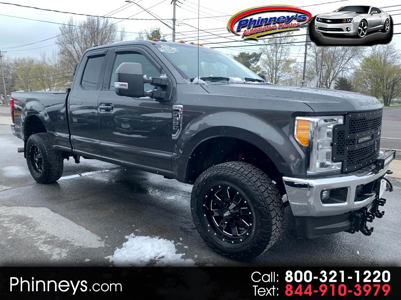 Ford Super Duty F-350 SRW Lariat 4WD SuperCab 8' Box 2017