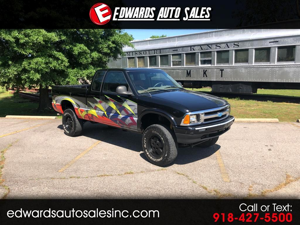 1996 Chevrolet S10 Pickup LS Ext. Cab Sportsied 4WD