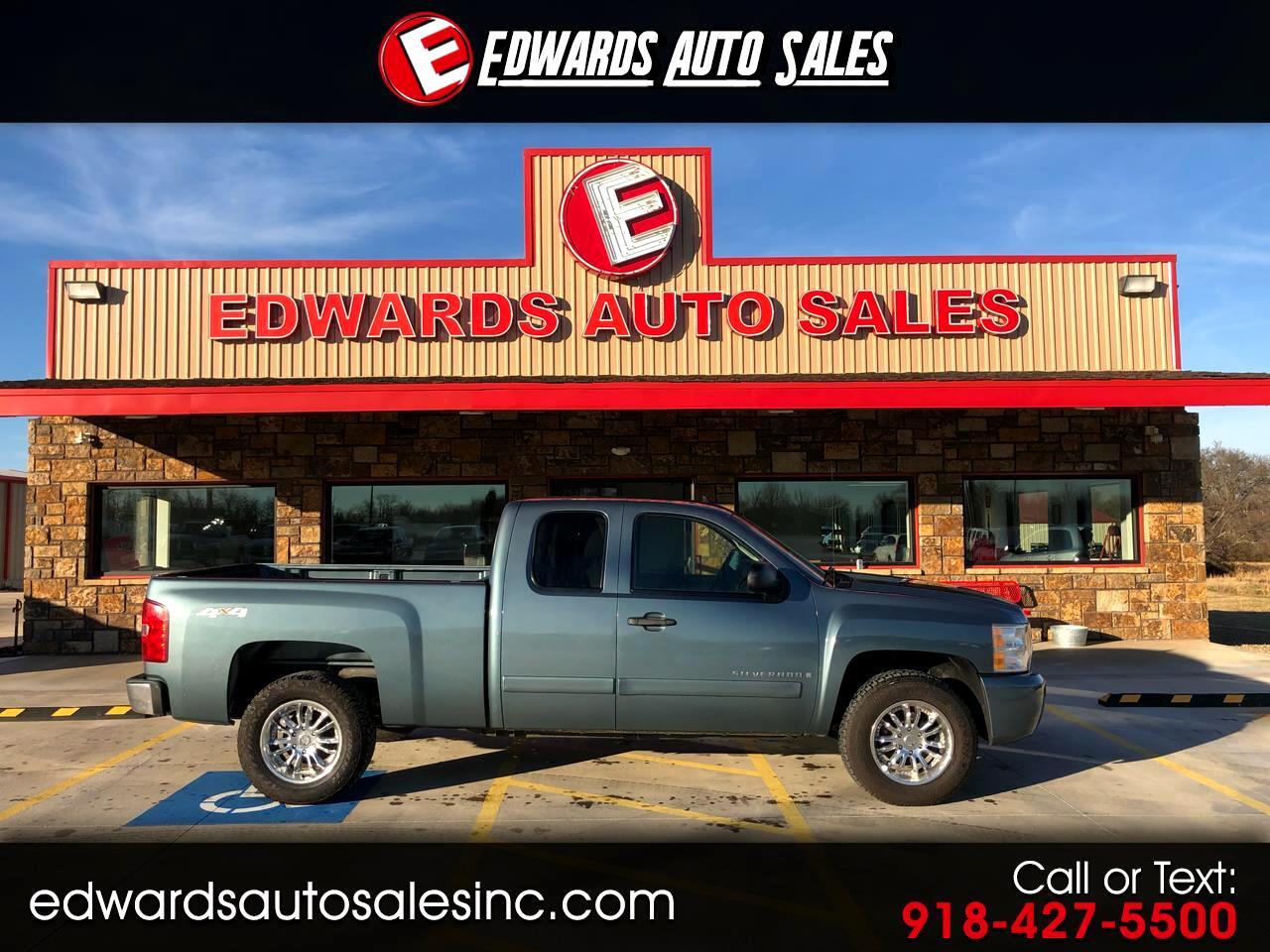 "2007 Chevrolet Silverado 1500 4WD Ext Cab 143.5"" LT w/1LT"