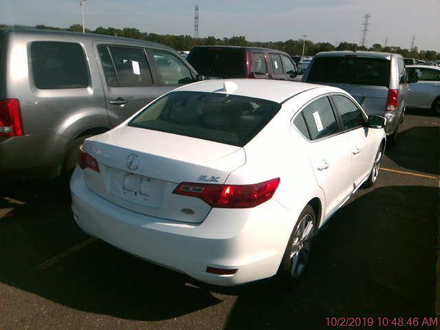 2013 Acura ILX 5-Spd AT w/ Technology Package