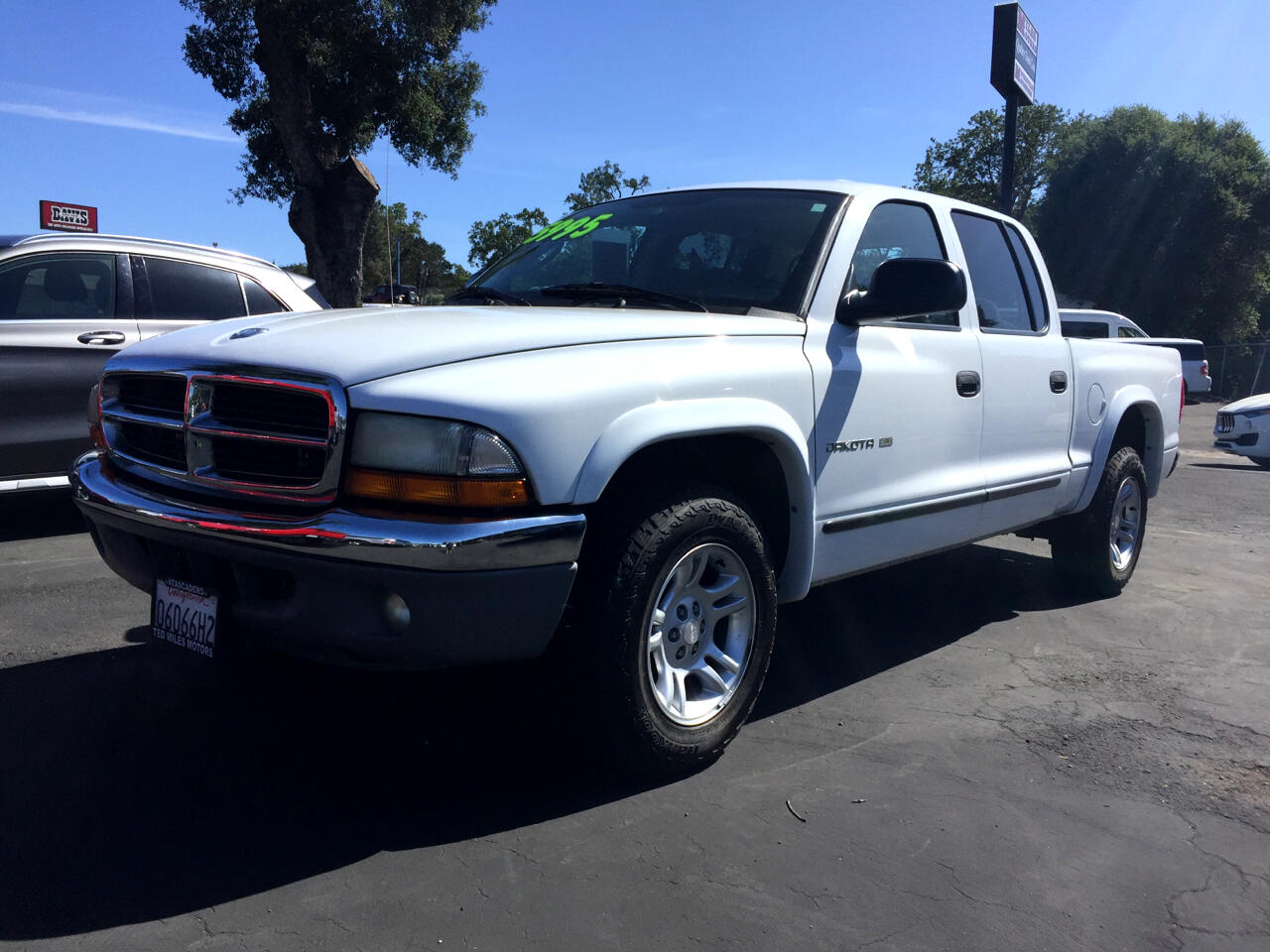 "Dodge Dakota Quad Cab 131"" WB SLT 2002"