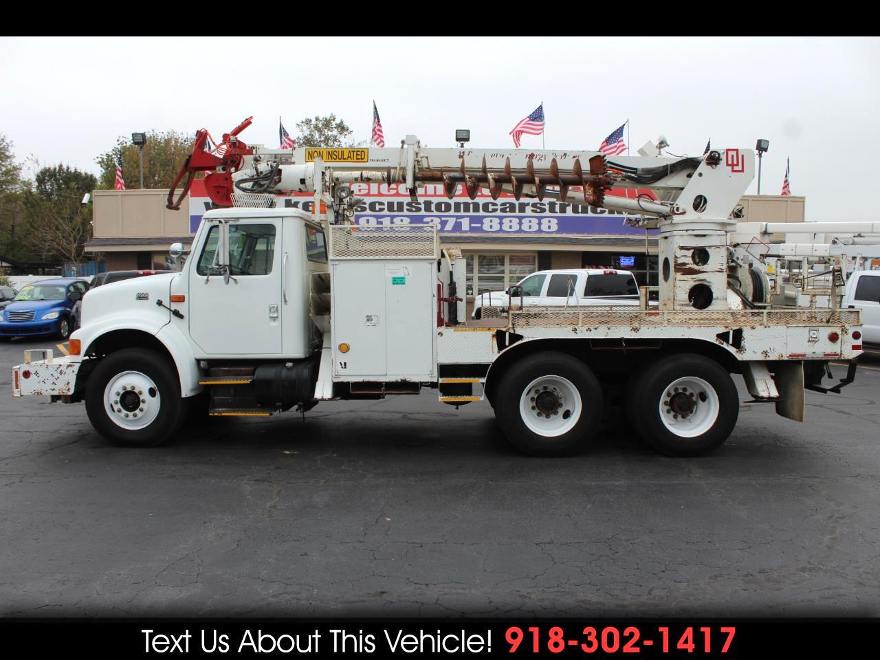 2000 International 4900 Standard Cab Digger Derrick