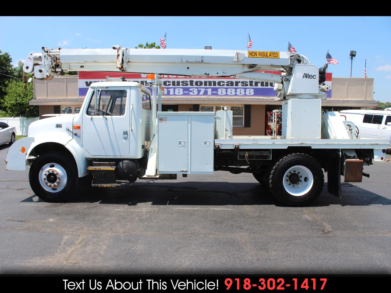 2000 International 4700 Standard Cab