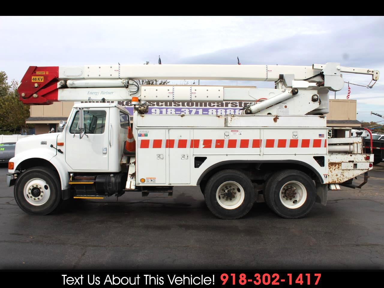 2000 International 4900 Standard Cab Bucket Truck