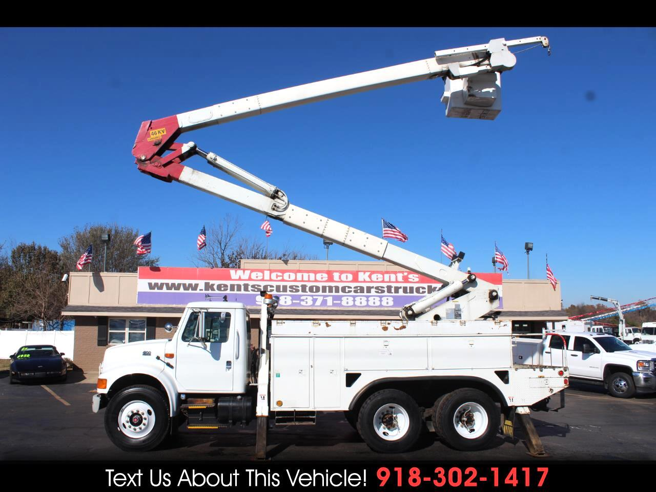 2000 International 4900 Standard Cab Bucket Truck