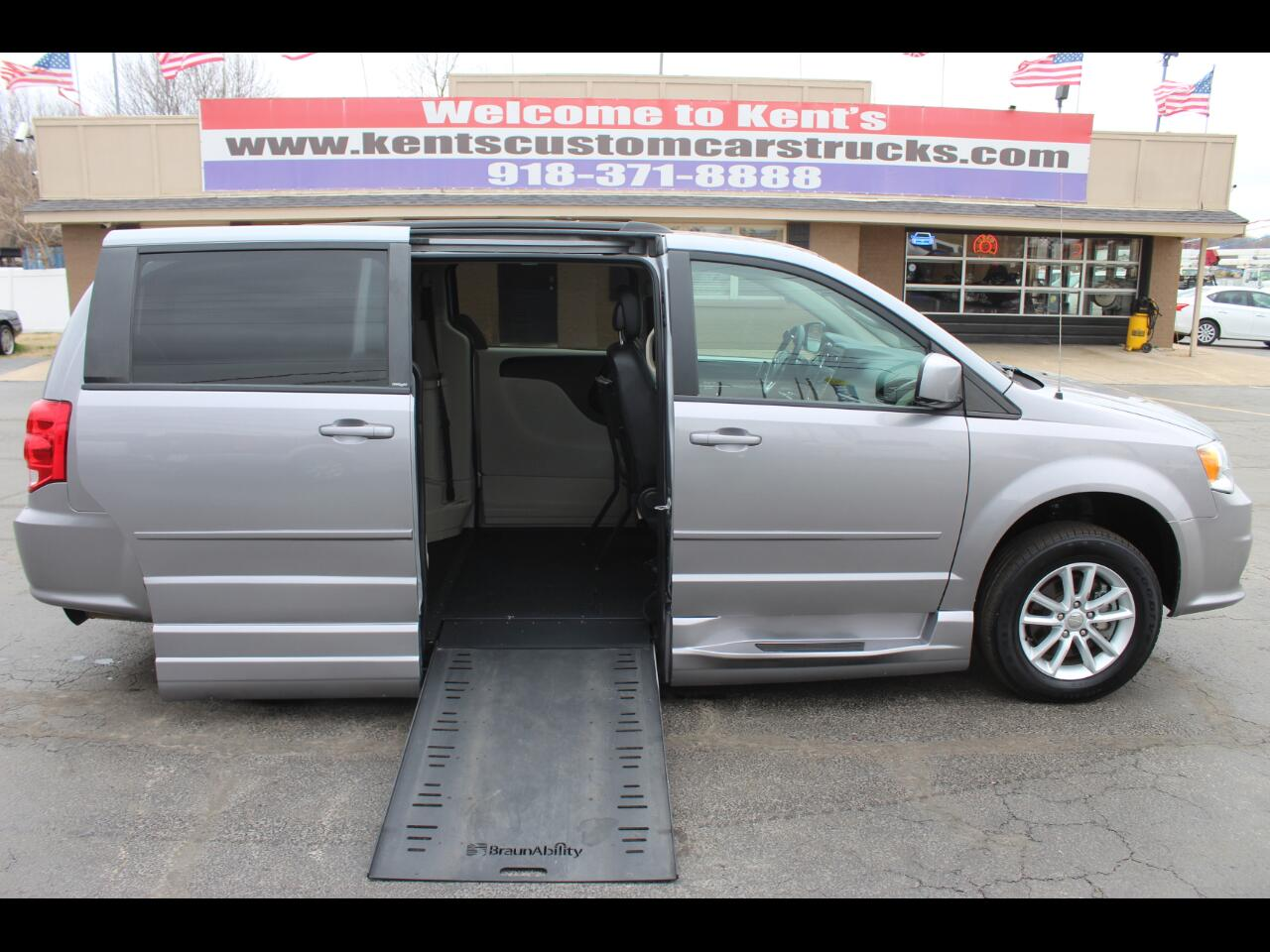 2014 Dodge Grand Caravan SXT BraunAbility Wheelchair Van