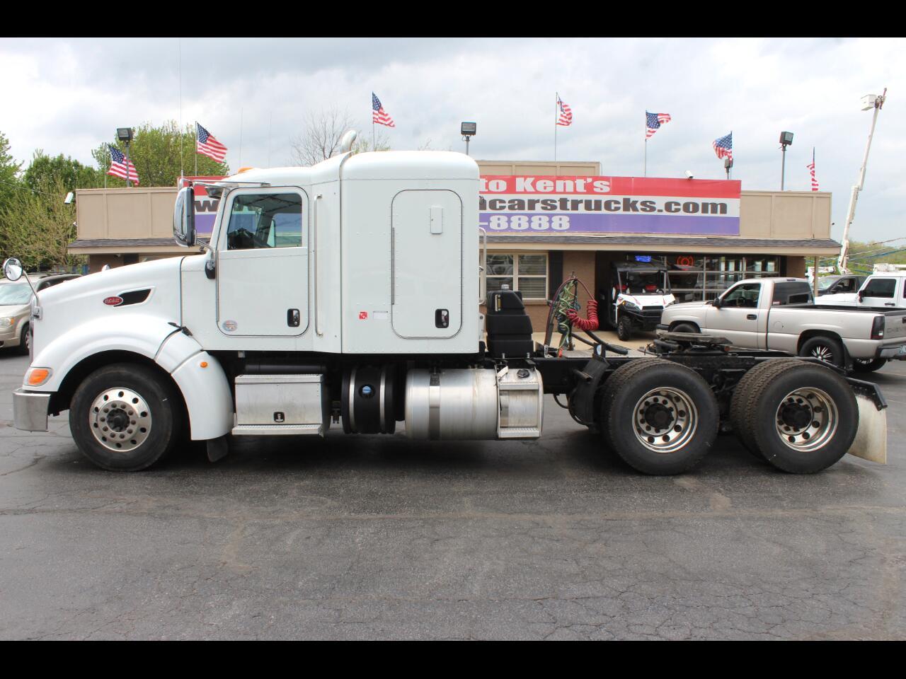 2014 Peterbilt 386 Conventional Sleeper Truck