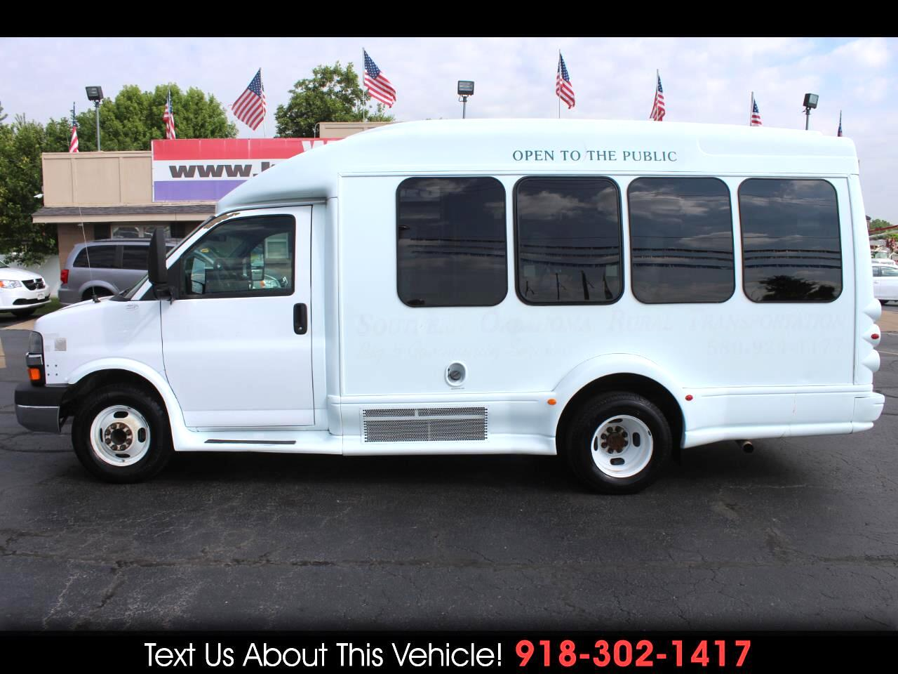 2009 Chevrolet Express 3500 Wheelchair Lift Shuttle Bus