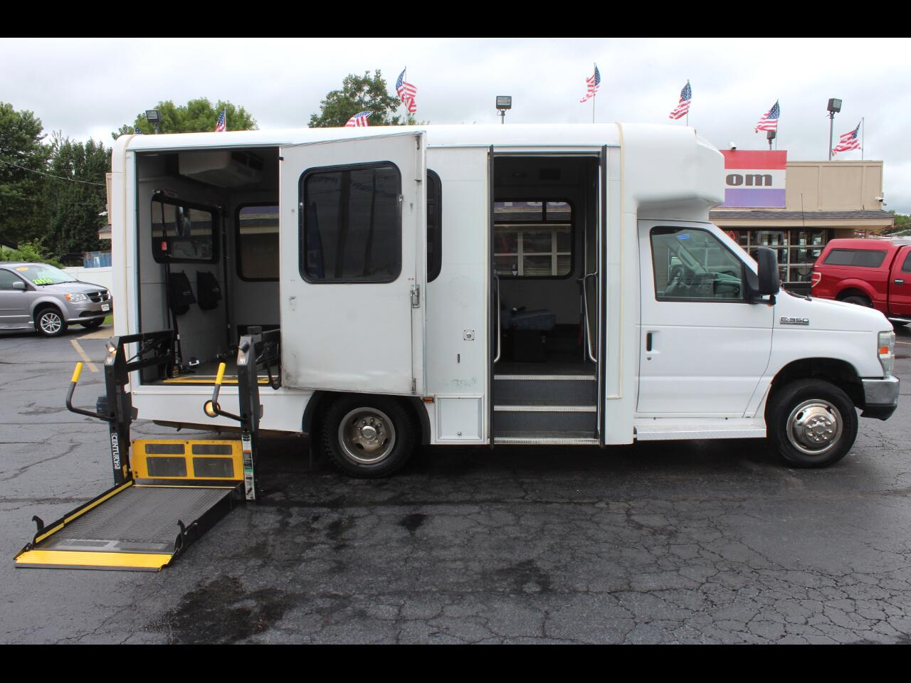 2009 Ford Econoline E-350 SD Shuttle Bus with Wheelchair Lift