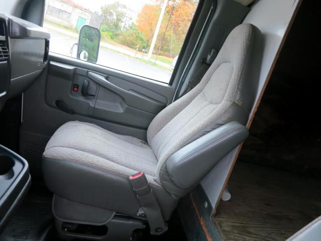 2004 Chevrolet Express G3500 18ft box truck 14 ft box 4 ft attic