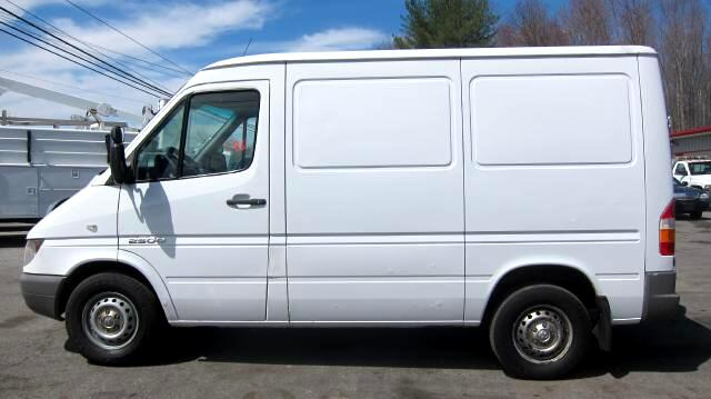 2006 Dodge Sprinter Van 2500 118-in. WB SHORT WHEELBASE CARGO VAN LOW ROOF