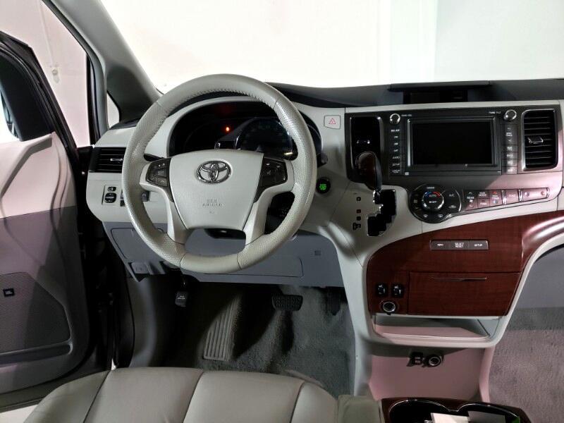 2011 Toyota Sienna 5dr 8-Pass Van XLE FWD (Natl)
