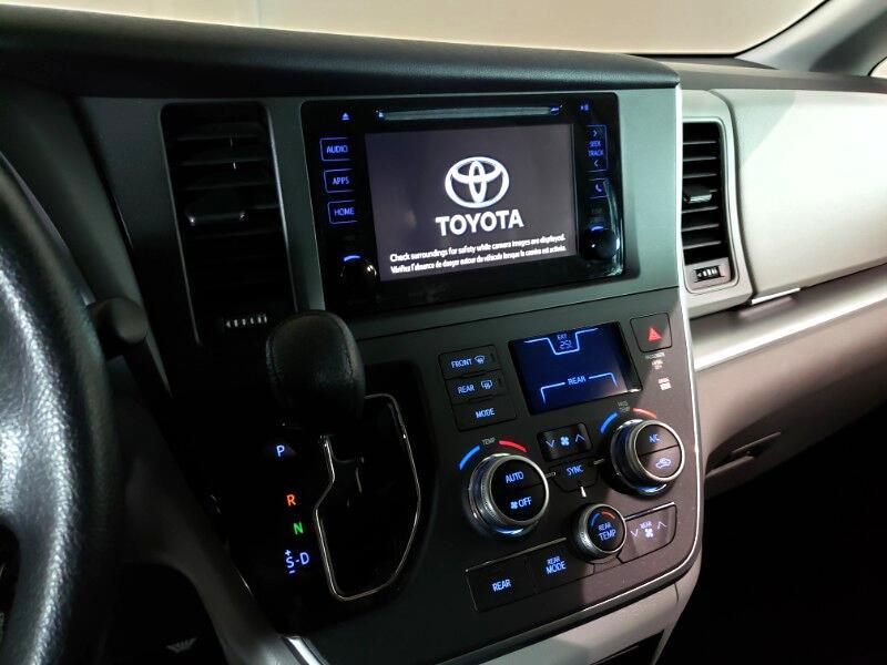 2016 Toyota Sienna LE FWD 8-Passenger V6