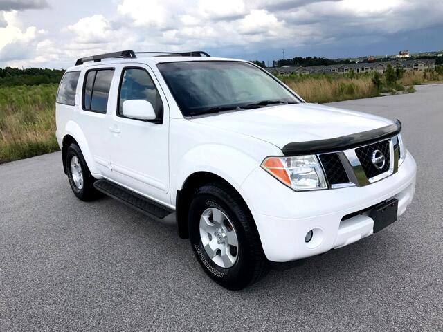 2005 Nissan Pathfinder XE 2WD