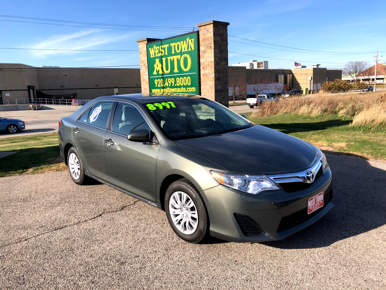 Toyota Camry 4dr Sdn I4 Auto LE (Natl) 2014