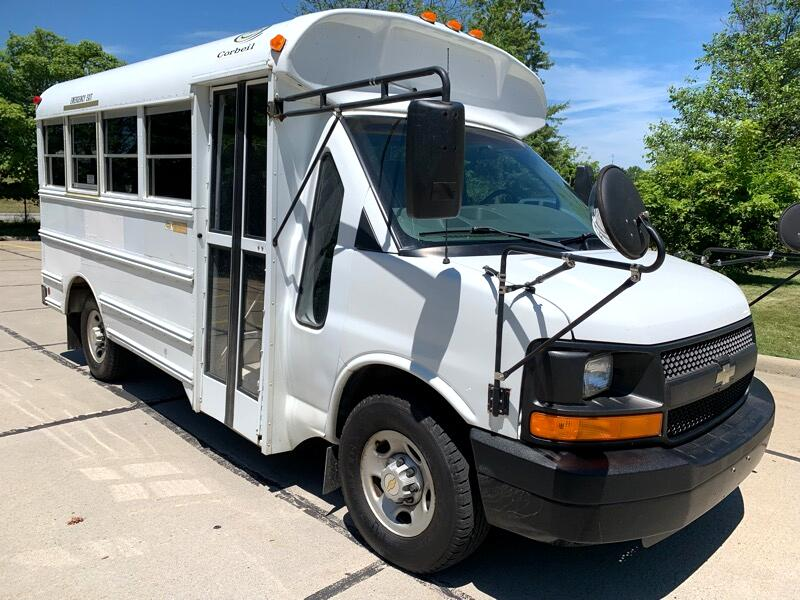 "2004 Chevrolet Express Passenger RWD 3500 135"" 1LT"