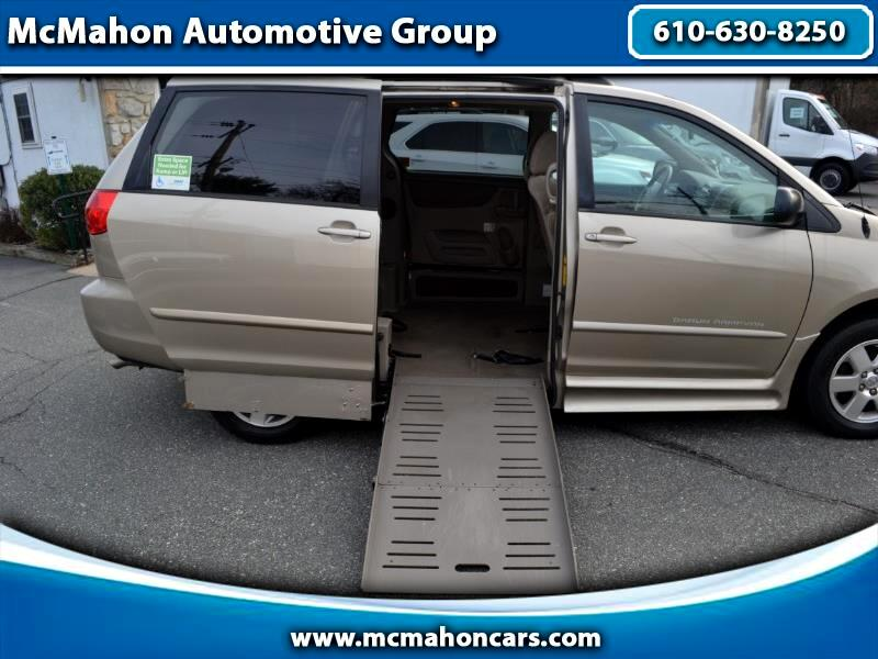 Toyota Sienna 5dr 7-Pass Van V6 LE FWD Mobility (Natl) 2010