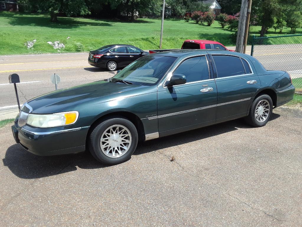 Used 2001 Lincoln Town Car For Sale In Covington Tn 38019 Delashmit