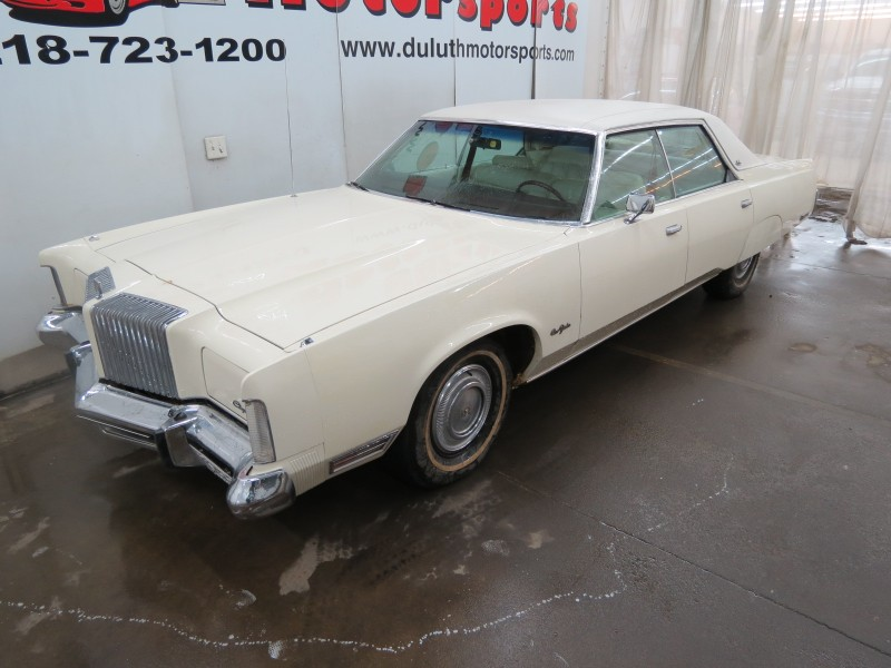 1976 Chrysler New Yorker 4dr Sedan