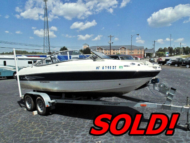"2012 Stingray 208LR 20' 8"" Bowrider"