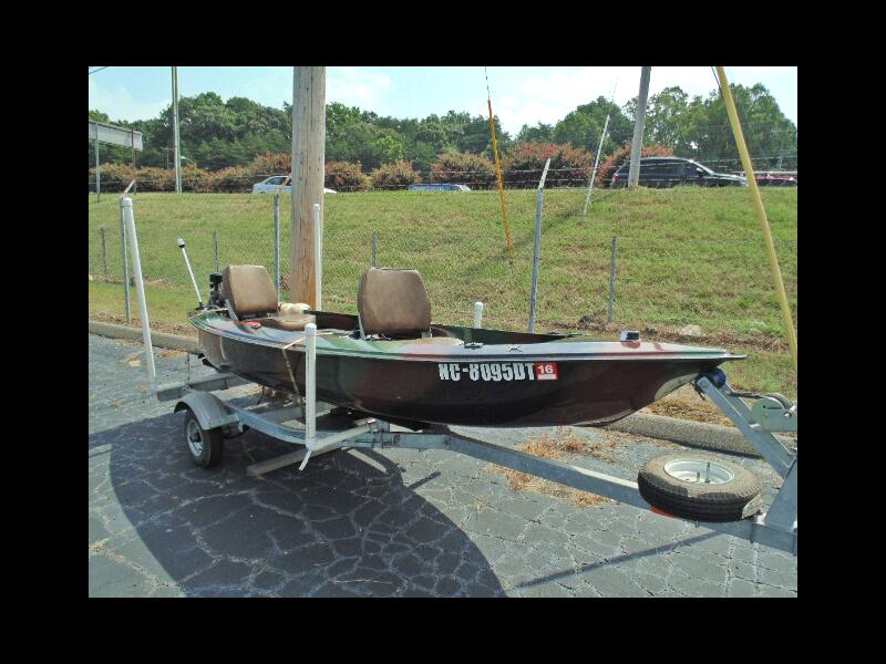 2011 Caiman 13 13Ft Two Person Fishing Boat