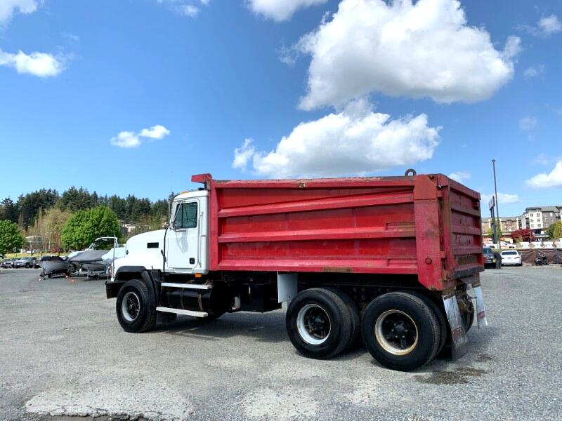 2001 Mack CL713