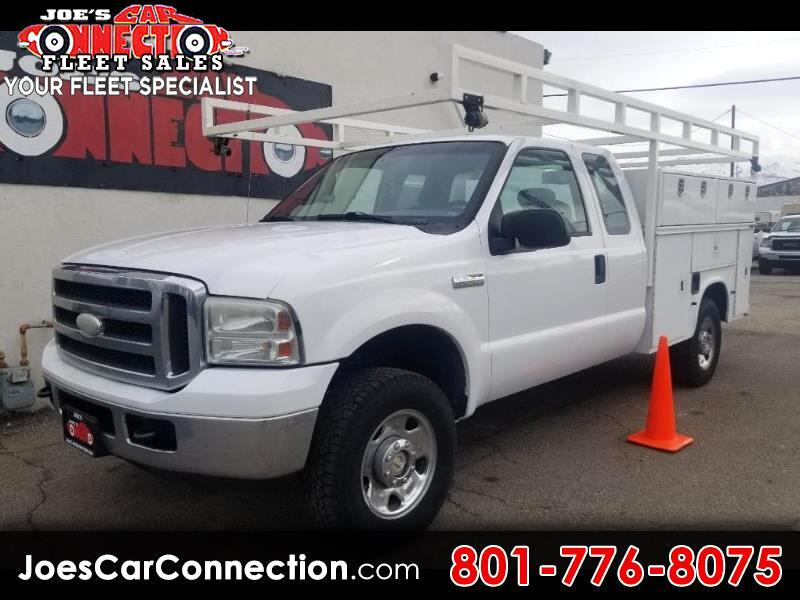 "2005 Ford Super Duty F-250 Supercab 142"" Lariat 4WD"