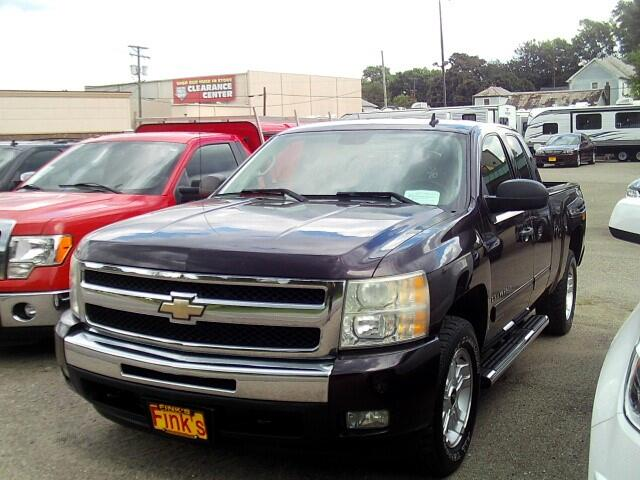 "2009 Chevrolet Silverado 1500 3dr Ext Cab 143.5"" WB 4WD LT"