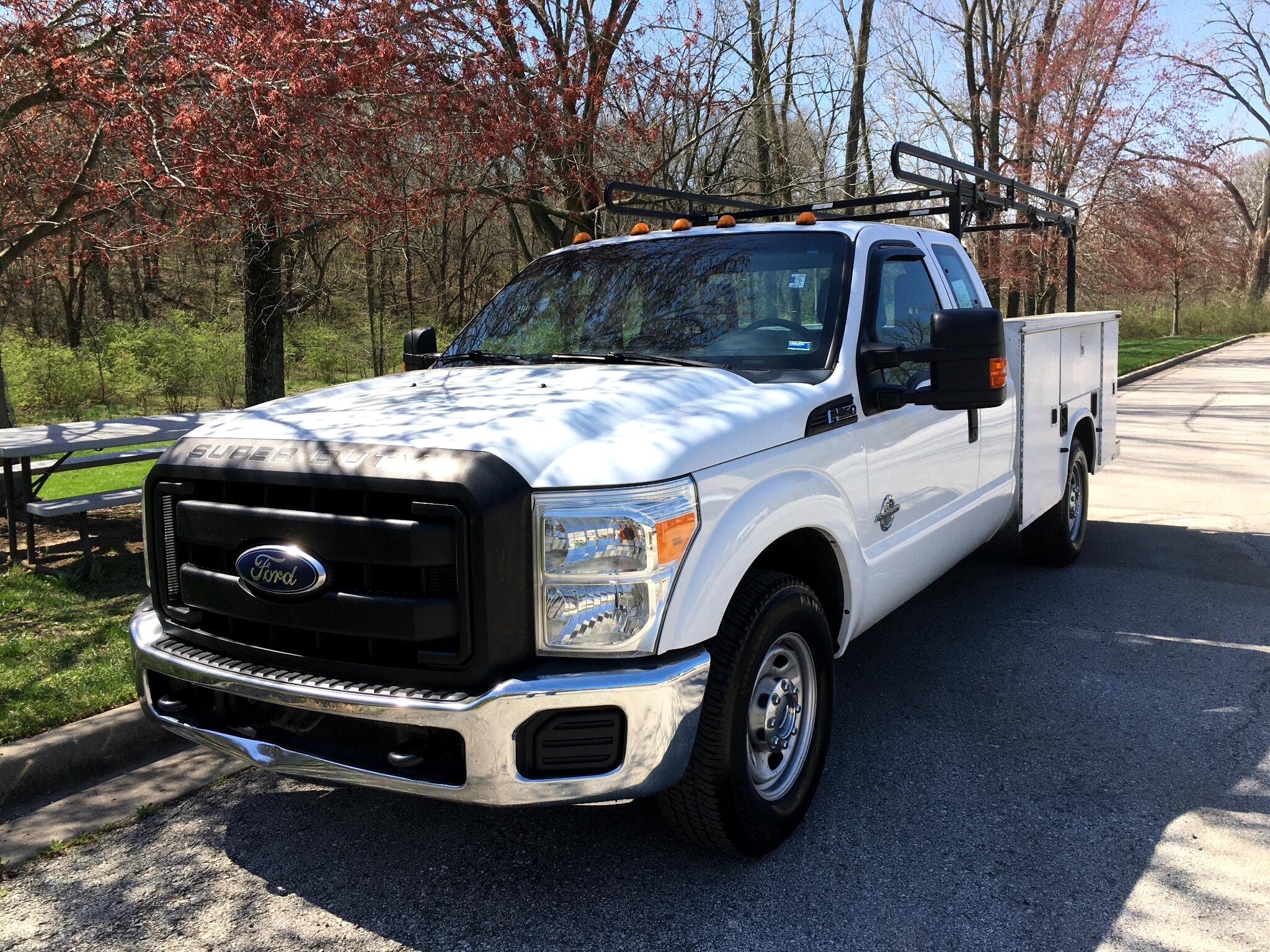 Ford F-350 SD Lariat SuperCab 2WD 2011
