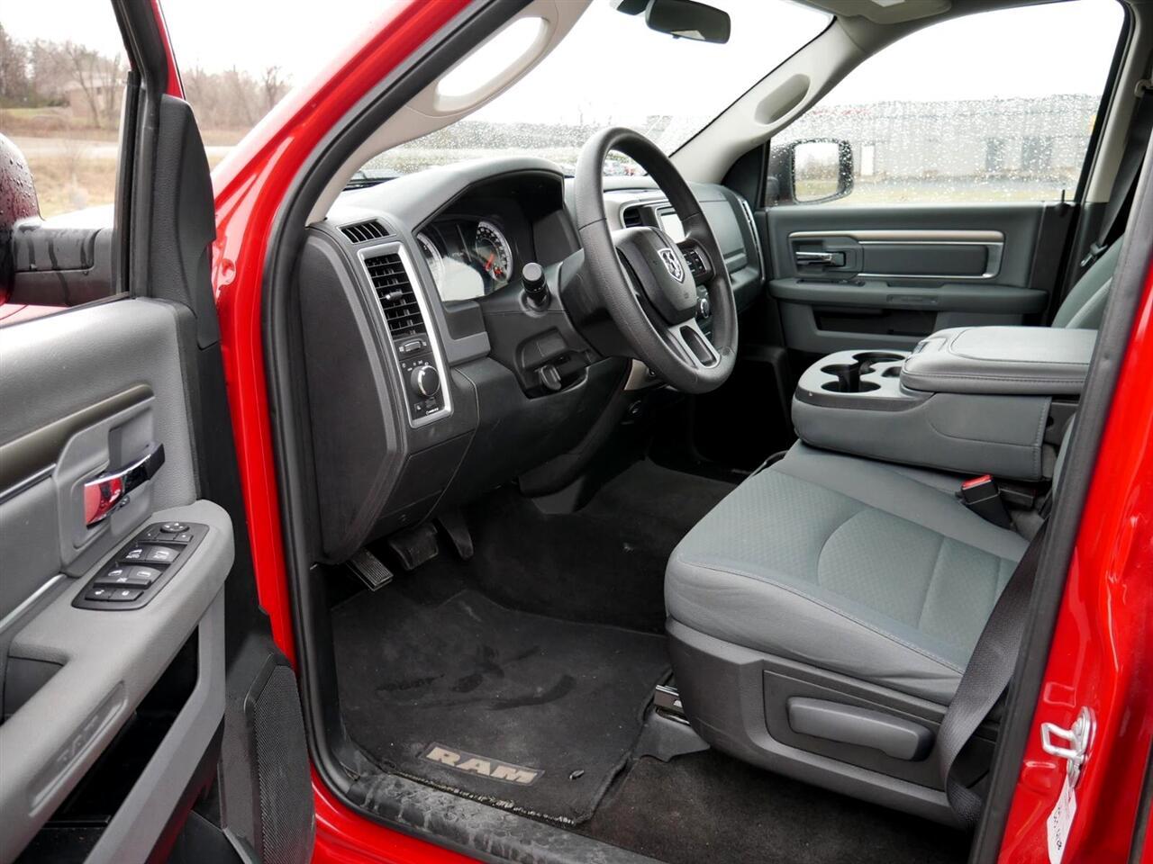 2017 RAM 1500 SLT 4x4 Crew Cab 5'7