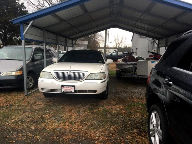 Lincoln Town Car Limousine 2003