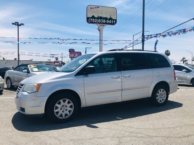 Chrysler Town & Country LX 2010