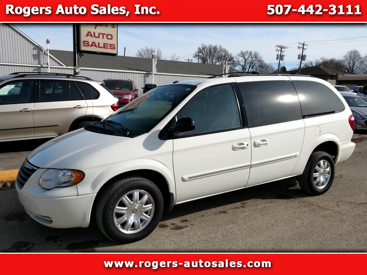 2007 Chrysler Town & Country Touring Handicap