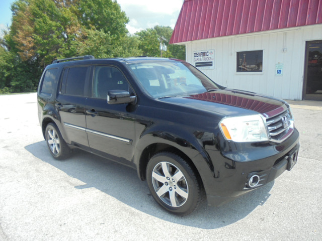 2013 Honda Pilot Touring 2WD AT with DVD and Sunroof