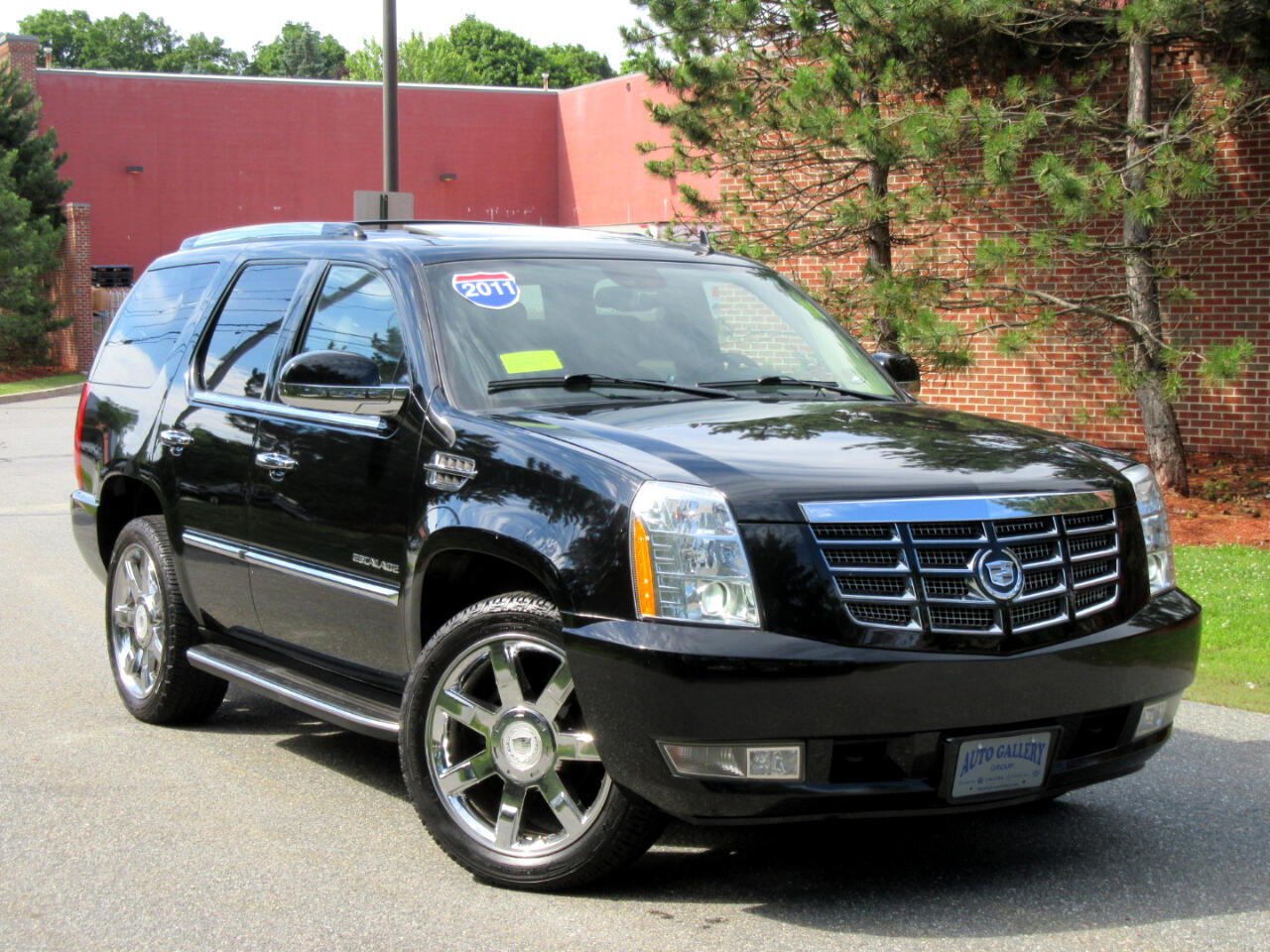 2011 Cadillac Escalade 4WD 4dr Luxury DVD Entertainment