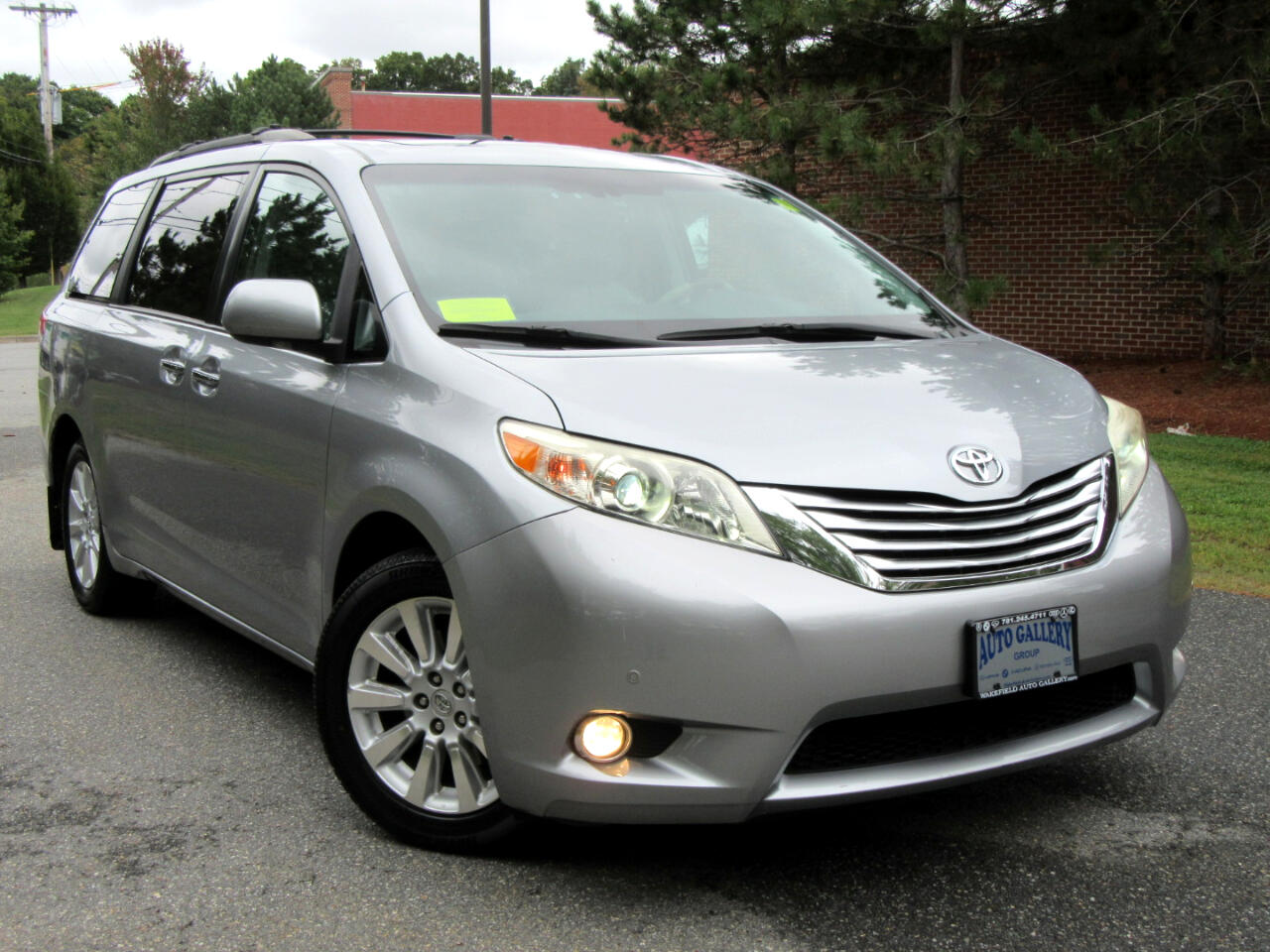 2011 Toyota Sienna 5dr 7-Pass Van V6 Ltd AWD Navigation DVD Entertain