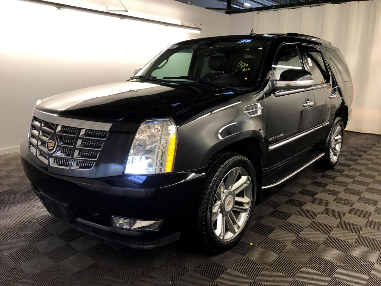 2013 Cadillac Escalade AWD 4dr Luxury Navigation DVD Entertainment