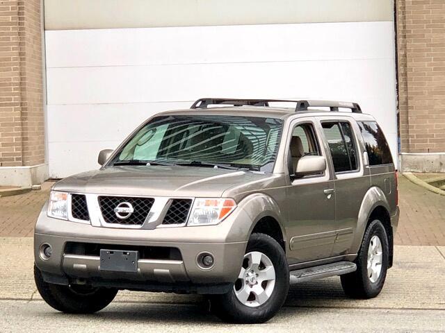 2006 Nissan Pathfinder SE 4WD 7 Passengers