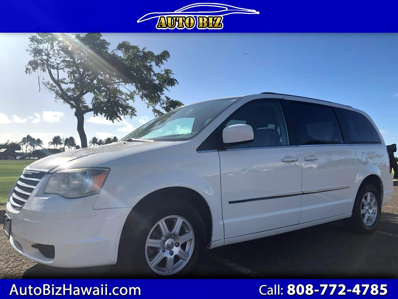Chrysler Town & Country LX FWD 2010