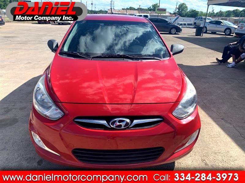 Hyundai Accent SE 5-Door 2012