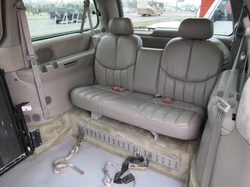 1999 Chrysler Town & Country Limited FWD