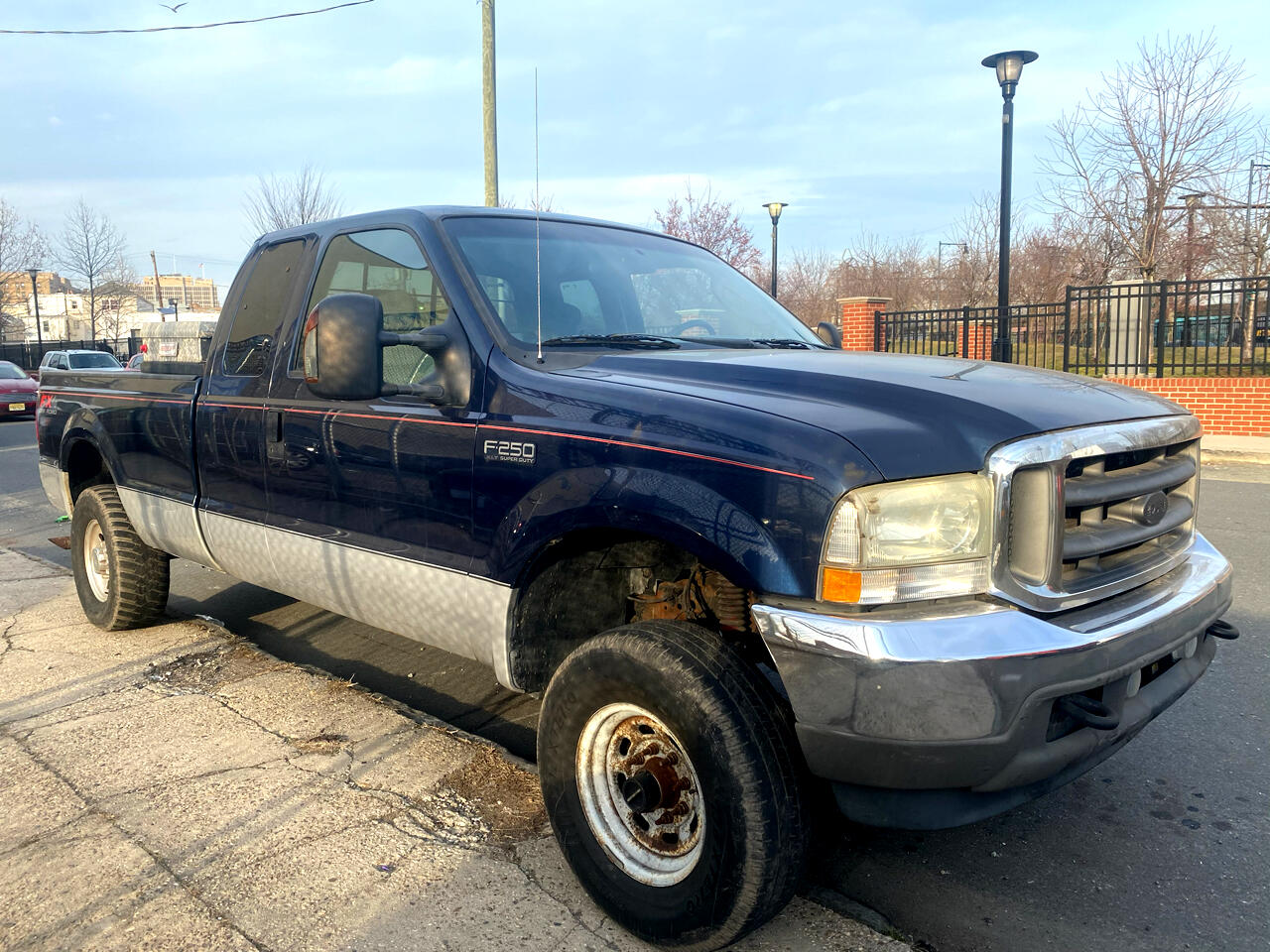 """Ford Super Duty F-250 Supercab 142"""" Lariat 4WD 2004"""