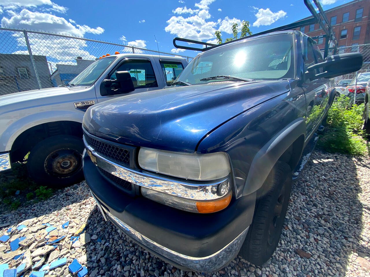 "Chevrolet Silverado 2500HD Ext Cab 143.5"" WB LS 2001"