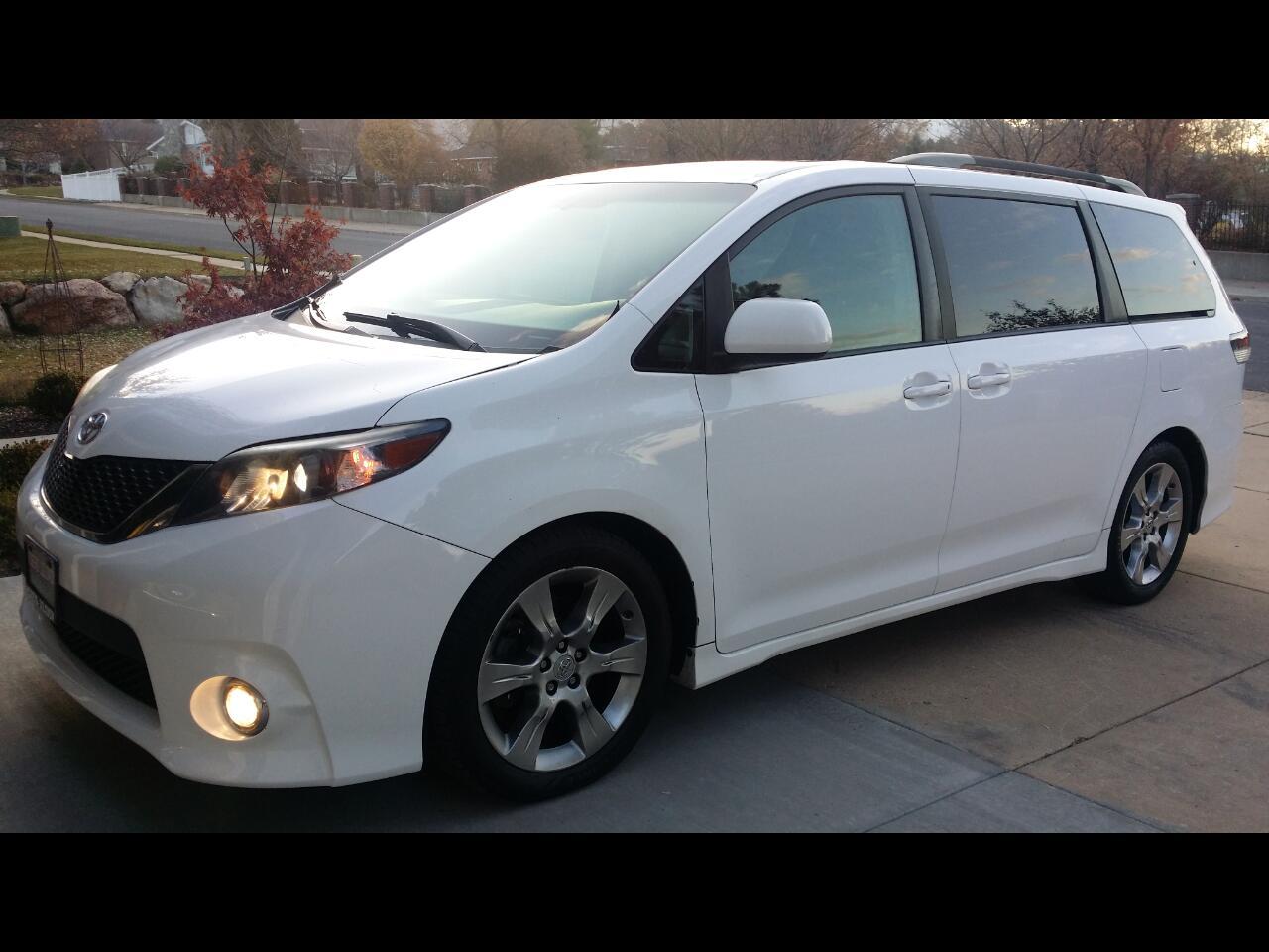Toyota Sienna SE 8-Passenger 2012