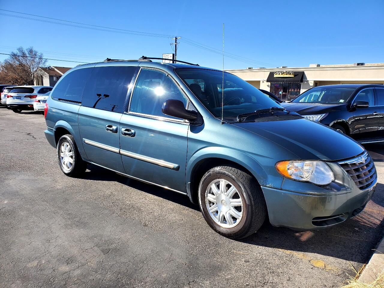 Chrysler Town & Country 4dr LWB Touring FWD 2005