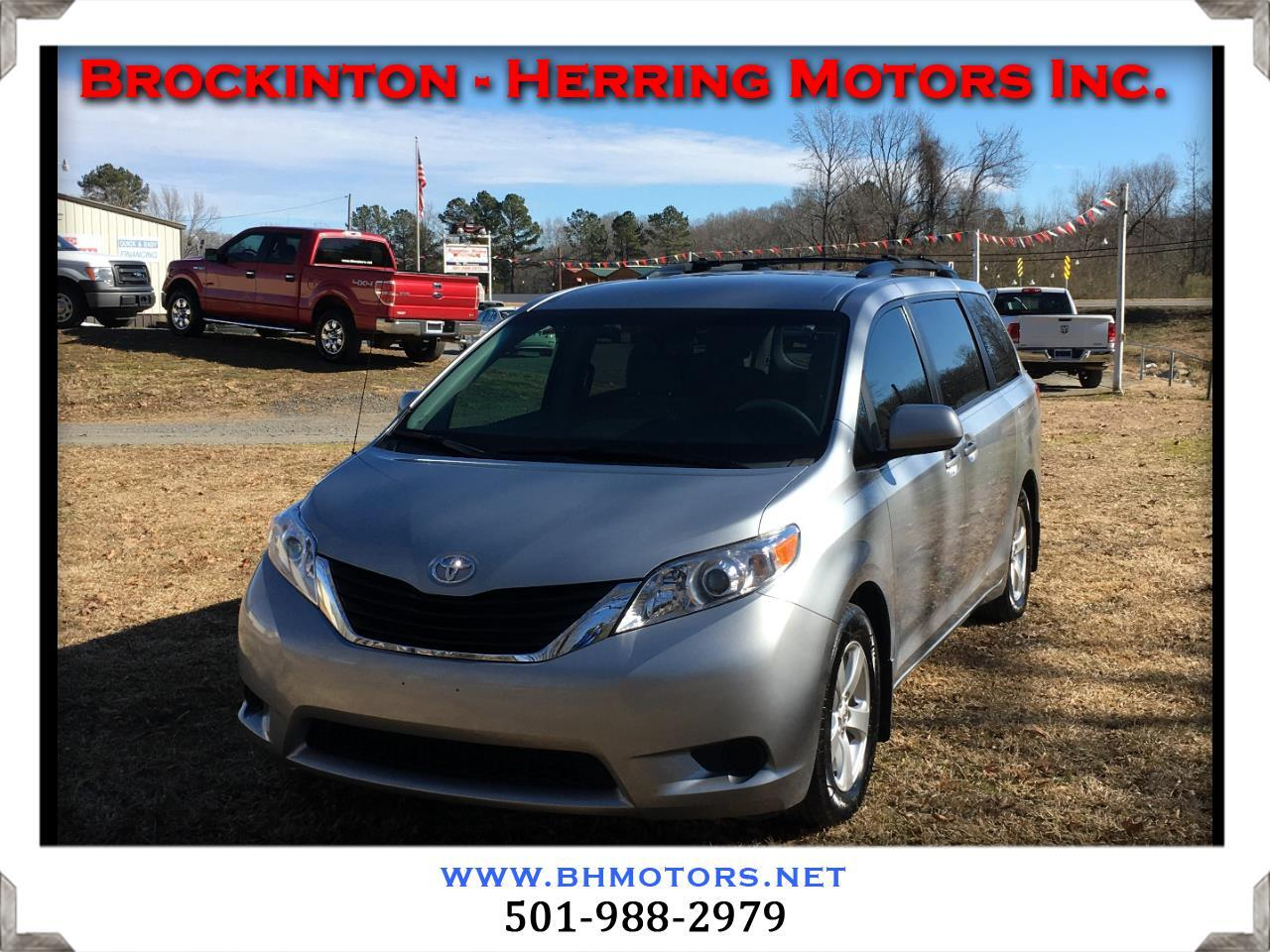 Toyota Sienna 5dr 8-Pass Van V6 LE FWD (Natl) 2014