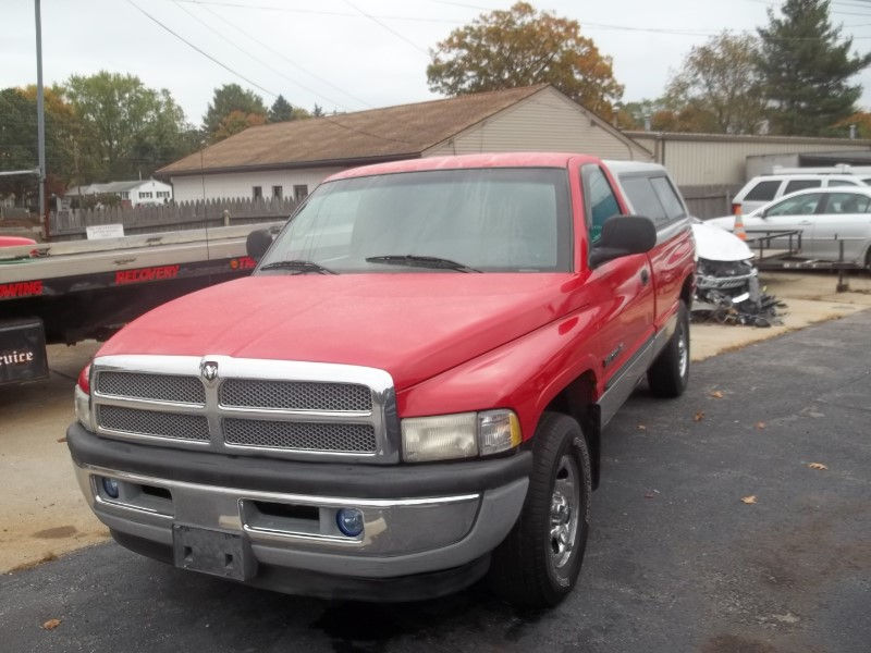 Dodge Ram 1500 Reg. Cab Short Bed 2WD 2001