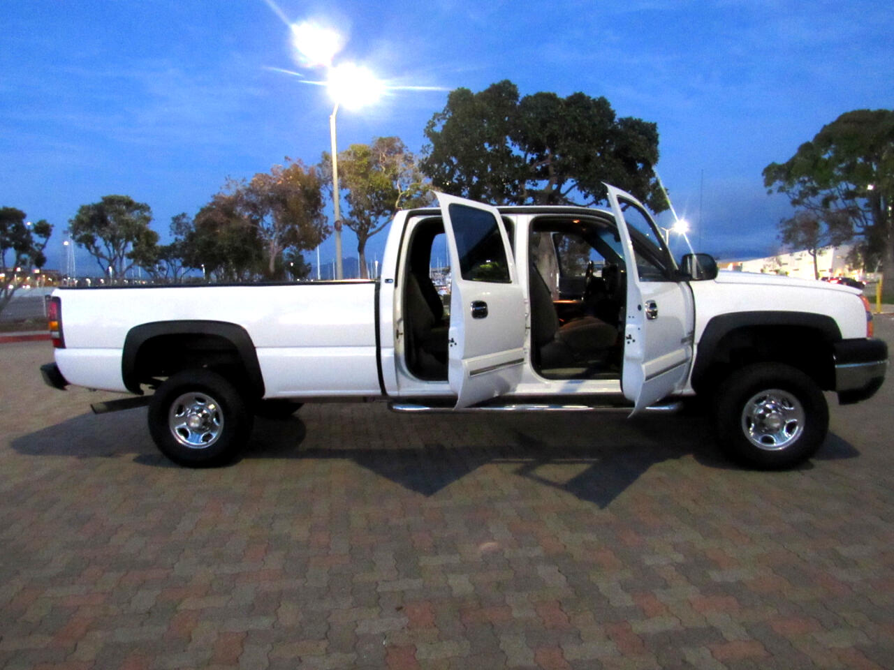 Chevrolet Silverado 2500HD Crew Cab Short Bed 2WD 2003